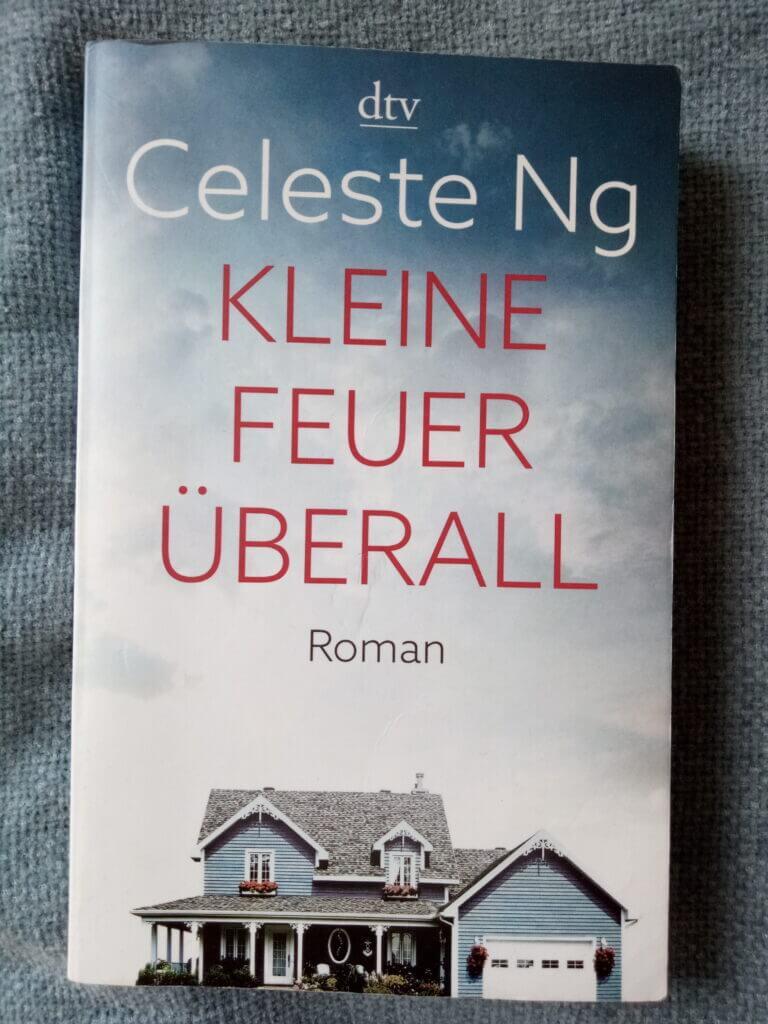Buchcover: Celeste Ng: Kleine Feuer überall