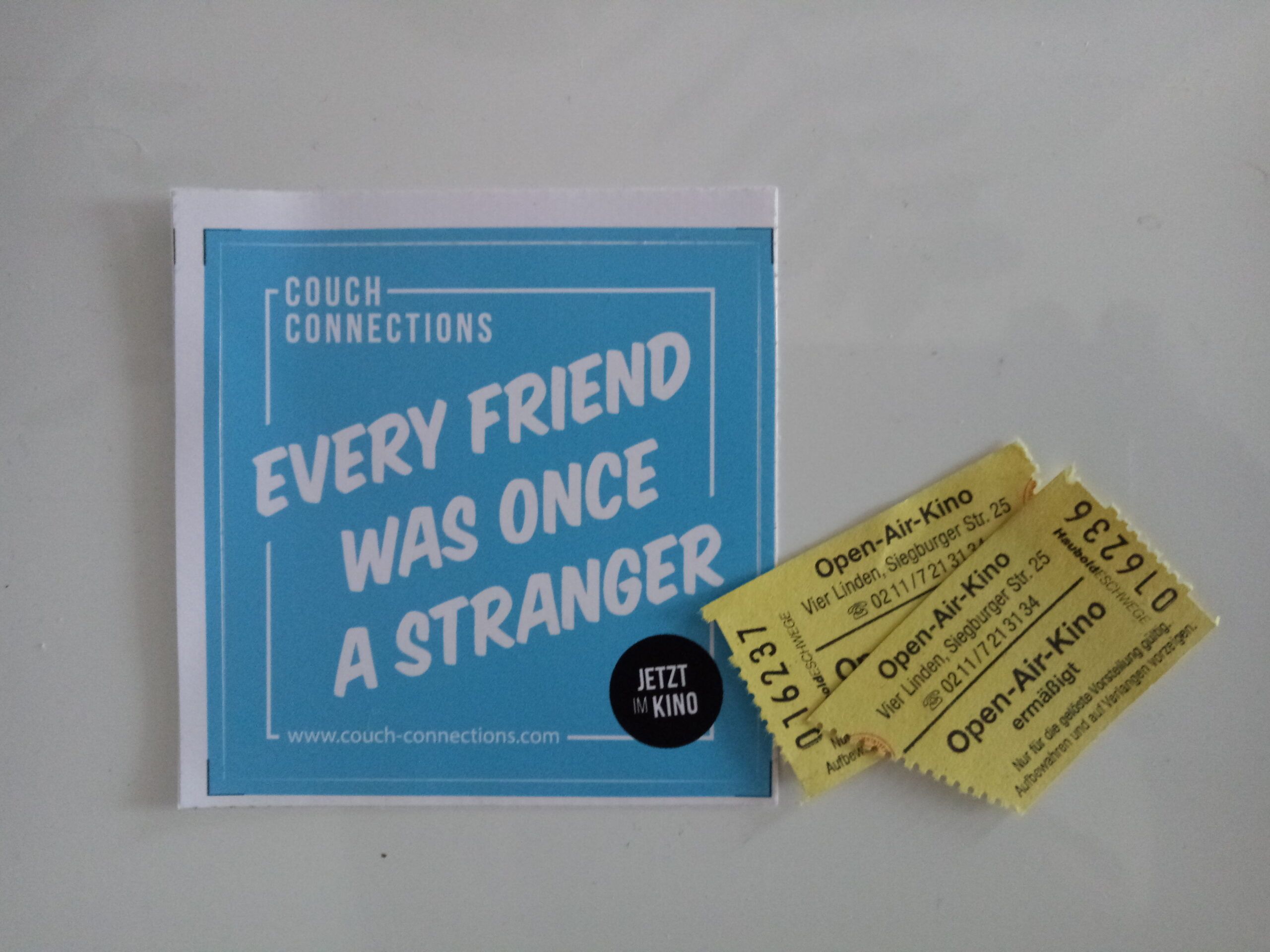 "Kinotickets und Aufkleber ""Every Friend was once a Stranger"""